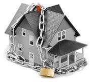 Concept d'immobiliers - chaîne avec la serrure autour du Image stock
