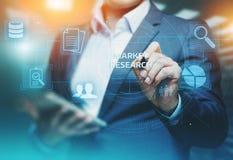 Concept d'Internet de technologie d'affaires de stratégie marketing de recherche de marché Photos libres de droits