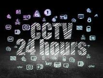 Concept d'intimité : Télévision en circuit fermé 24 heures dans la chambre noire grunge Images stock