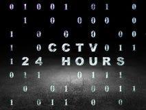 Concept d'intimité : Télévision en circuit fermé 24 heures dans la chambre noire grunge Image stock