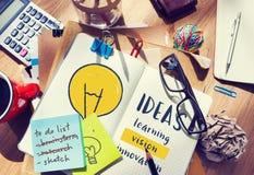 Concept d'invention d'innovation de créativité d'idées d'ampoule images libres de droits