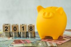 Concept d'investissement à long terme de l'année 2018 avec le bloc en bois NU de cube photographie stock