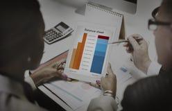 Concept d'investissement de buts de cible d'analyse de bilan Photographie stock libre de droits