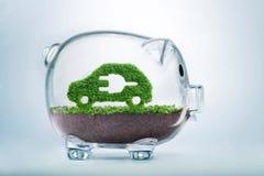Concept d'investissement de voiture électrique de croissance d'herbe Photo stock