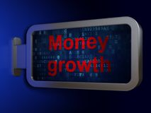 Concept d'opérations bancaires : Croissance d'argent sur le fond de panneau d'affichage Images stock