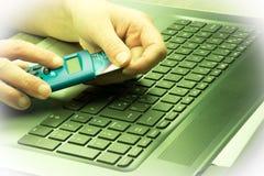 Concept d'opérations bancaires en ligne et d'achats Image stock