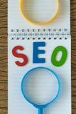 Concept d'optimisation de moteur de SEO Search en tant qu'abbr coloré d'alphabet Images stock