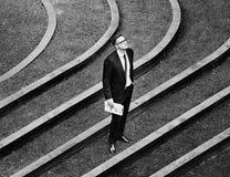 Concept d'Outdoor Corporate Waiting d'homme d'affaires photographie stock libre de droits