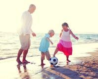 Concept d'été d'amusement de Daughter Son Beach de père Images libres de droits