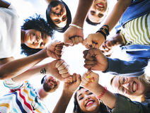 Concept d'unité de poing d'amitié d'amis images libres de droits
