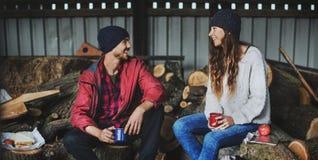 Concept d'unité de relaxation de scierie de camping d'amitié de personnes Photos libres de droits