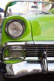 Concept de aantrekkelijkheden van Cuba Koplamp van oude auto in Havana, Welp stock foto's