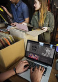 Concept de achat de classique d'Oldschool de musique de magasin de disque vinyle image stock