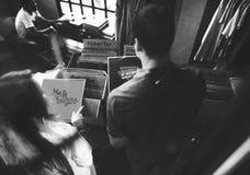 Concept de achat de classique de vieille école de musique de magasin de disque vinyle Photos stock