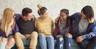 Concept de bonheur d'amis d'étudiants de diversité Photo stock