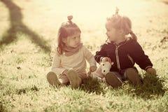 Concept de bonheur d'enfants d'enfance d'enfant Enfants, amis, amitié Photo libre de droits