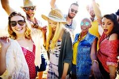 Concept de bonheur de partie de plage d'amis d'adolescents Images libres de droits