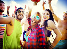 Concept de bonheur de partie de plage d'amis d'adolescents Image libre de droits