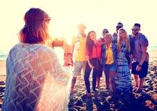 Concept de bonheur de plage d'été de relaxation de liaison d'amitié Photo libre de droits