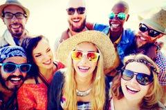 Concept de bonheur de plage d'été de relaxation de liaison d'amitié Photographie stock libre de droits