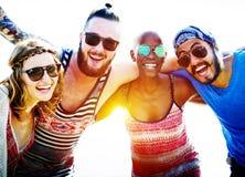 Concept de bonheur de plage d'été de relaxation de liaison d'amitié Image stock