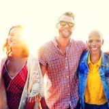 Concept de bonheur de plage d'été de relaxation de liaison d'amitié Images libres de droits