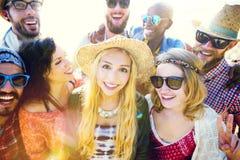 Concept de bonheur de plage d'été de relaxation de liaison d'amitié Photographie stock