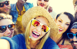 Concept de bonheur de plage d'été de relaxation de Selfie d'amitié Photo stock