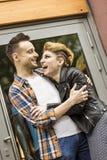 Concept de bonheur : jeunes couples heureux dans l'amour Photos libres de droits