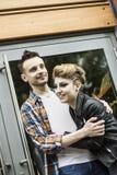 Concept de bonheur : jeunes couples heureux dans l'amour Photo libre de droits