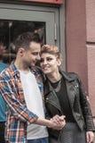 Concept de bonheur : jeunes couples heureux dans l'amour Image libre de droits
