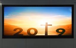 Concept de bonne année : panneau d'affichage de bord de la route avec le signe 2019 photographie stock libre de droits