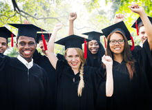 Concept de célébration de succès d'obtention du diplôme d'étudiants de diversité image stock