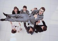 Concept de célébrer le succès équipe heureuse d'affaires souriant, shak Photos libres de droits