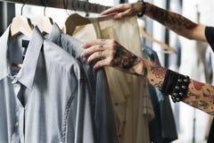 Concept de cabinet d'équipement de costume de support de cintre Photos stock