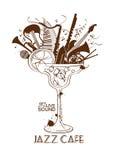 Concept de café de jazz avec des instruments de musique dans un verre de cocktail Image stock