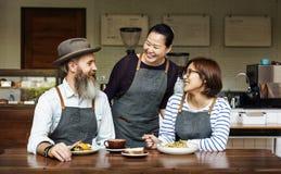 Concept de café de petit déjeuner de consommation de famille ensemble Photo libre de droits