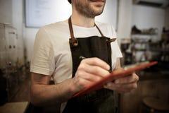 Concept de café de service client de personnel de service de portion photos stock
