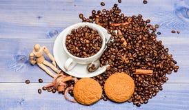 Concept de caf? Menu de boissons de caf? Pause-caf? et d?tendre Charge d'inspiration et d'?nergie Plein brun de caf? de tasse photo stock