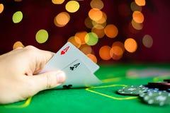Concept de casino, jouant les cartes et l'argent Jouer des cartes dans Photographie stock libre de droits