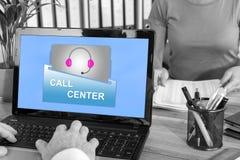 Concept de centre d'appels sur un ordinateur portable illustration stock