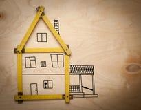 Concept de Chambre avec le mètre jaune sur en bois Images stock
