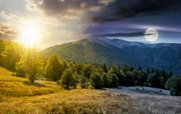 Concept de changement de temps au-dessus de la montagne d'Apetska Images stock