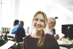 Concept de Cheerful Smiling Beautiful Smart de femme d'affaires Photographie stock