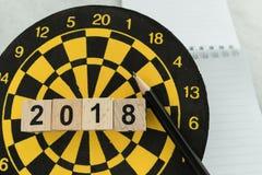 Concept de cible de planification de nouvelle année avec les blocs numéro en bois 2018 Photos stock