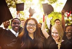Concept de Commencement University Degree d'étudiant d'obtention du diplôme images libres de droits