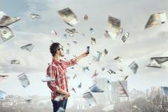Concept de commerce électronique de transfert de monnaie de banque en ligne de technologie Media mélangé Images libres de droits