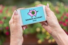 Concept de compte d'?pargne d'?pargnes sur un smartphone photographie stock libre de droits