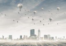 Concept de concept de pollution atmosphérique avec des aérostats volant au-dessus du CIT Images stock