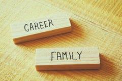 Concept de conflit de famille et de carrière Rétro filtré Photo stock